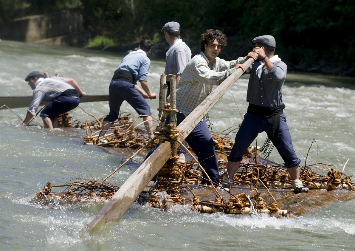 Raires steering log rafts down a river