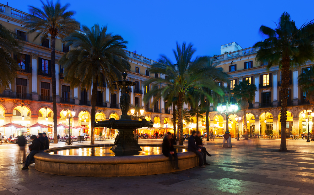The Plaça Real in the evening